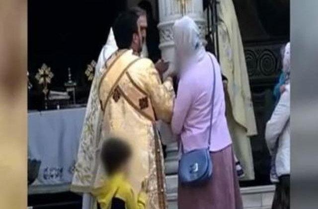 Gest sfidător: IPS Teodosie împărtășește copiii cu aceeași linguriță. Cum a reacționat Patriarhia