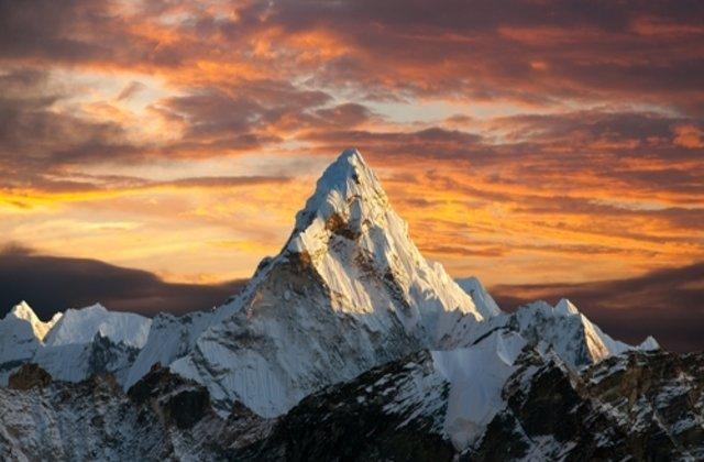 VIDEO Muntele Everest așa cum nu l-ai văzut niciodată: imagini surprinse cu drona