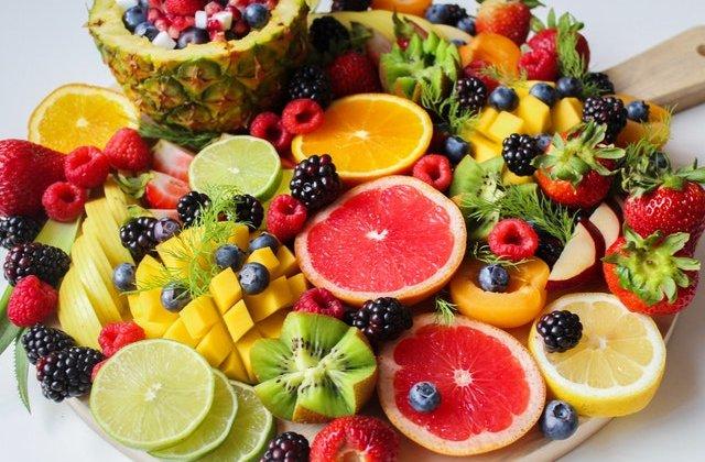 Dieta frugivoră : Ce se întâmplă în corpul tău dacă mănânci DOAR fructe