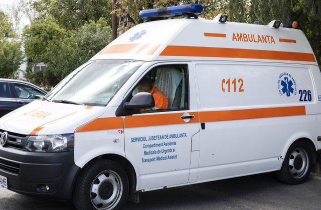 Angajați ai Ambulanței, trimiși la cazuri de Covid-19 cu combinezoane rupte