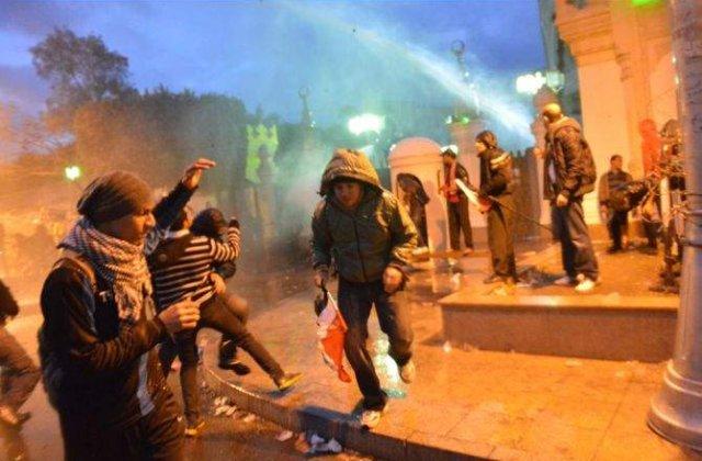 Convoiul premierului egiptean, vizat de tiruri cu pietre in Piata Tahrir