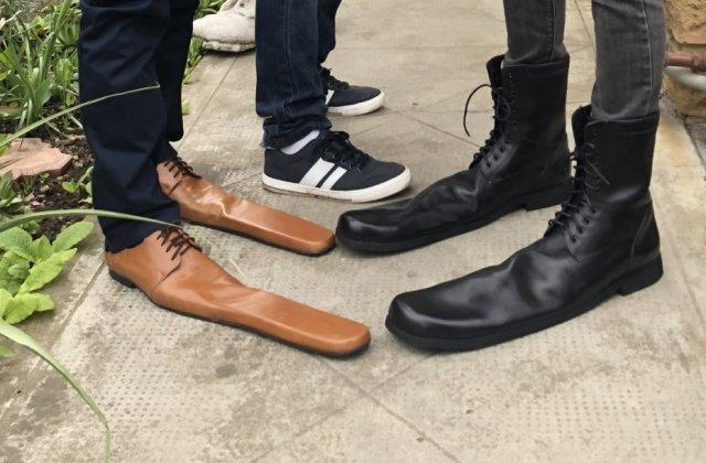 VIDEO Meșterul clujean care a creat pantofii de distanțare socială. Mărimea minimă: 70