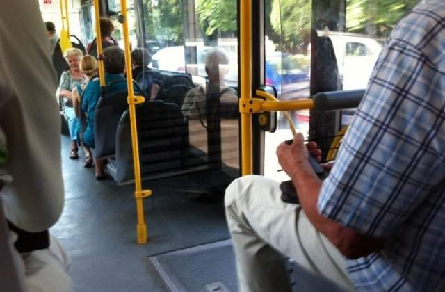 Amenzi din ce în ce mai mari. Femeie sancționată cu 500 de lei pentru că nu purta mască de protecție în autobuz
