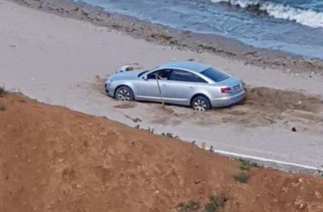 FOTO A intrat cu mașina pe plaja din Olimp și a primit rapid ce merita