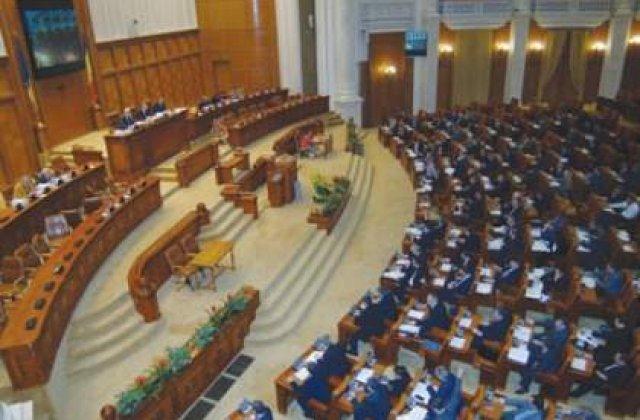 Camera Deputatilor a platit 31.000 de lei pentru a achizitiona 500 de insigne