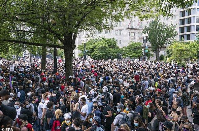 """Român stabilit în America, îngrijorat de protestele care au făcut ravagii în toată țara: """"Dacă ieşeai pe stradă puteai fi arestat"""""""