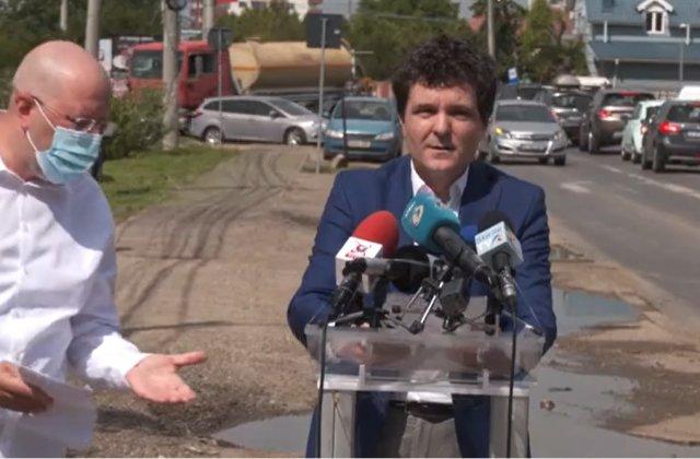 VIDEO Nicușor Dan și Aurelian Bădulescu s-au îmbrâncit la o conferință de presă