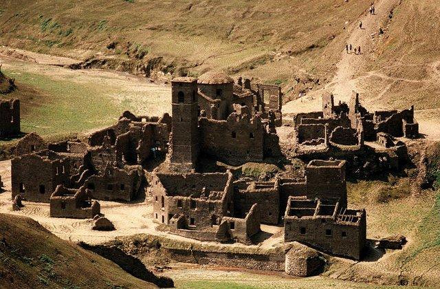 Un sat medieval aflat pe fundul unui lac va putea fi vizitat după 26 de ani de la scufundare