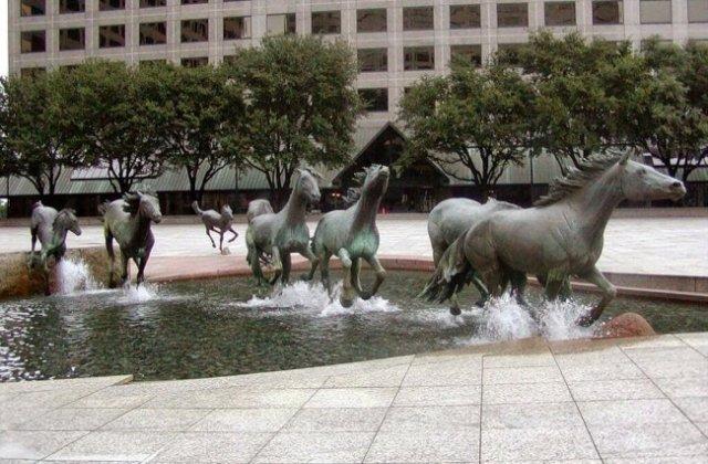 FOTO 15 sculpturi uimitoare care dau impresia că sunt cât se poate de reale