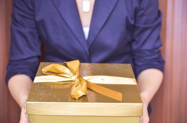Idei de cadouri de pensionare pentru colegi