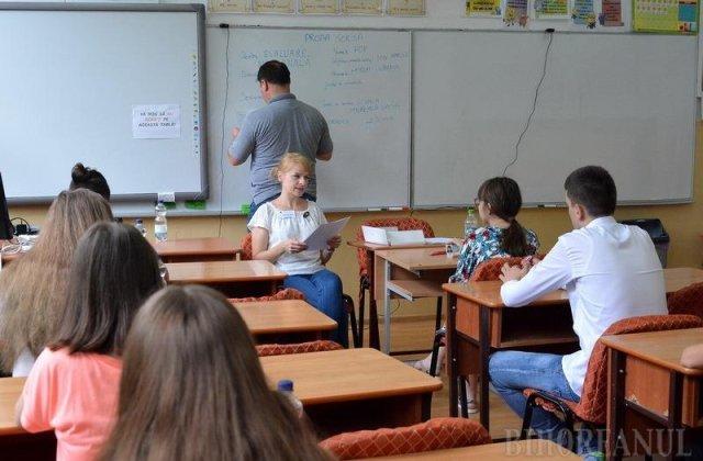 Peste 170.000 de elevi susțin astăzi Evaluarea Națională la Limba română. Cum se desfășoară