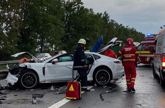 FOTO Accident GRAV pe A2: Un mort și doi răniți după ce o mașină a intrat în parapet