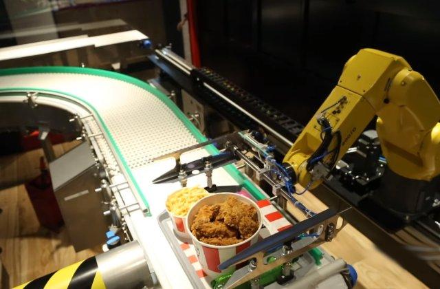 VIDEO Primul fast-food din lume în care clienții sunt serviți de roboți