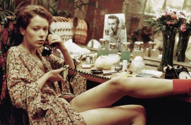 Clasicul film erotic Emmanuelle va fi disponibil pe Netflix în luna iulie