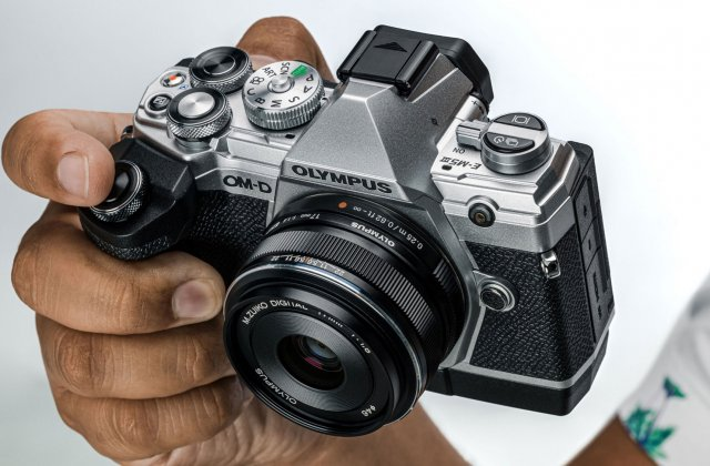După 84 de ani, producătorul de camere foto Olympus iese de pe piață