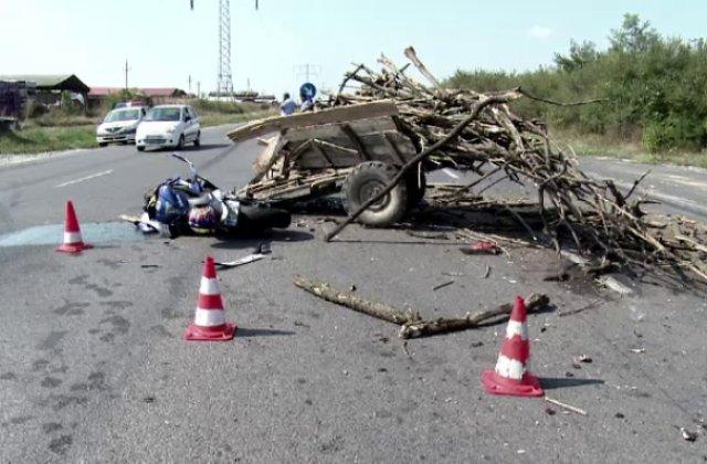 Un șofer beat a lovit în plin o căruță. O persoană a murit, iar alta este rănită grav