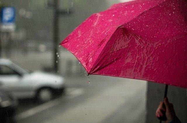 Cod PORTOCALIU de ploi torențiale în 7 județe și Cod GALBEN de instabilitate în 15 județe