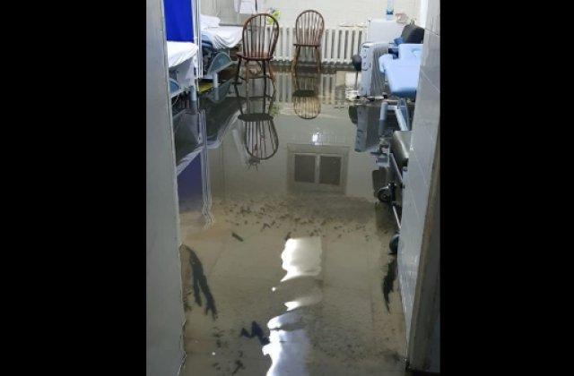 Spitalul Municipal Arad, inundat după ce a plouat torențial. Tot judeţul a fost sub alerta de Cod roşu
