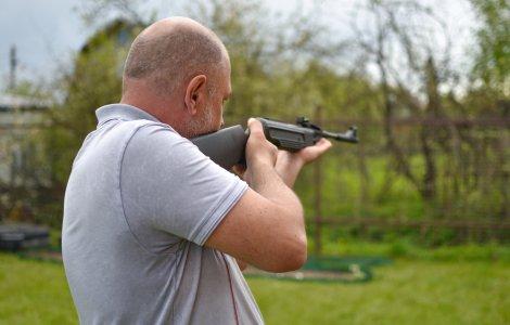 O femeie din Oklahoma a fost împușcată pentru că a înlăturat un...