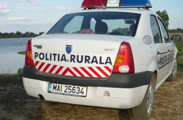 Și-a dat soția dispărută la 112. Polițiștii au găsit-o beată moartă, dormind între șifonier și sobă