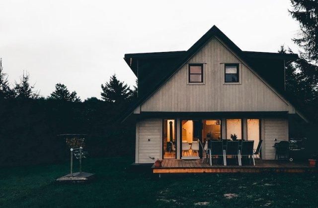Amenajarea casei de la țară - de ce utilități vei avea nevoie și ce materiale poți folosi