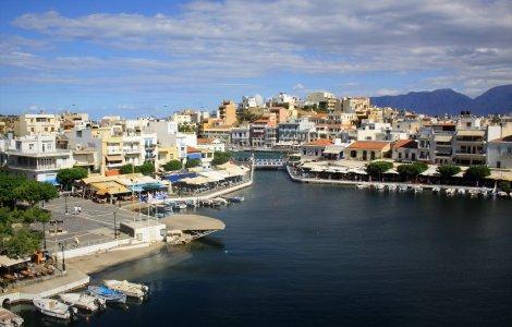 O româncă testată pozitiv, aflată în vacanță în Grecia, s-a plimbat...