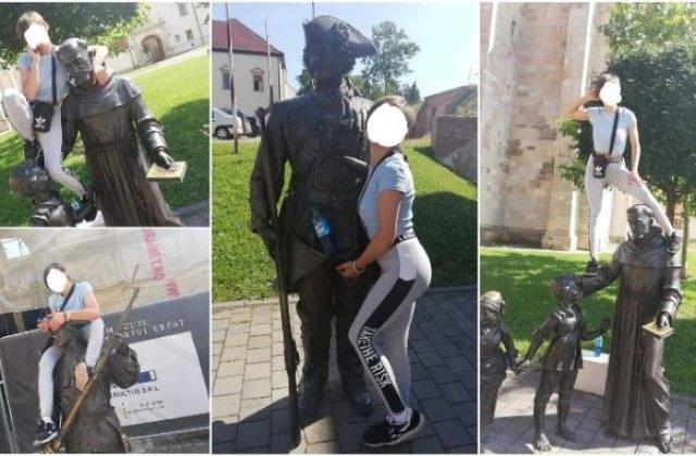 O turistă a fost amendată după ce s-a urcat pe mai multe statui pentru poze