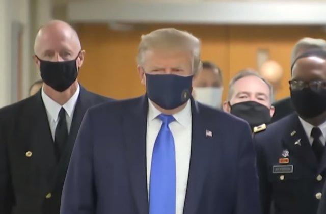 Donald Trump a purtat mască de protecție pentru prima dată de la începutul pandemiei