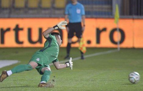 Penalty bătut și ratat de trei ori în meciul Petrolul - Rapid, din...