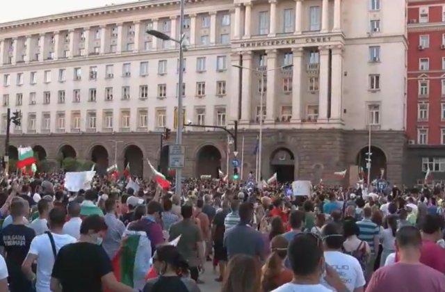 Vecinii bulgari au ieșit în stradă. Mii de oameni protestează împotriva guvernului