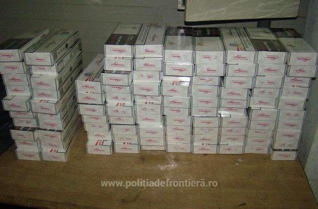 12.000 de pachete de țigări, abandonate la granița cu Ucraina. Contrabandiștii au fugit
