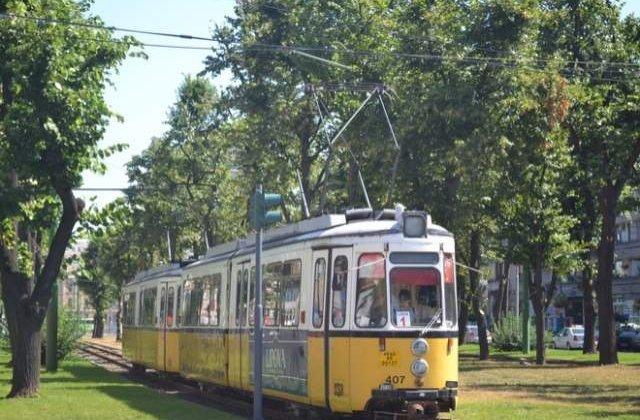 Arad: Trei persoane au fost ranite dupa ce un tramvai a deraiat