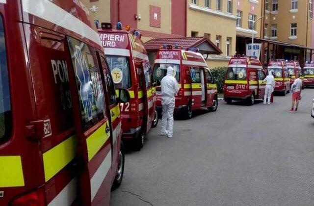 FOTO Coadă de ambulanțe cu bolnavi infectați cu COVID la Matei Balș