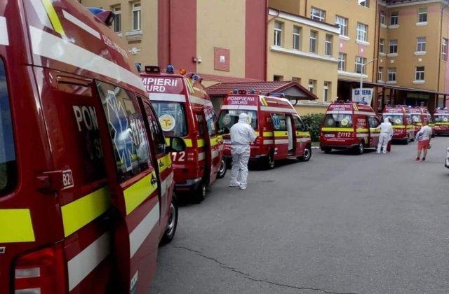 FOTO Ambulanțele cu pacienți Covid stau la coadă în curtea Institutului Matei Balș