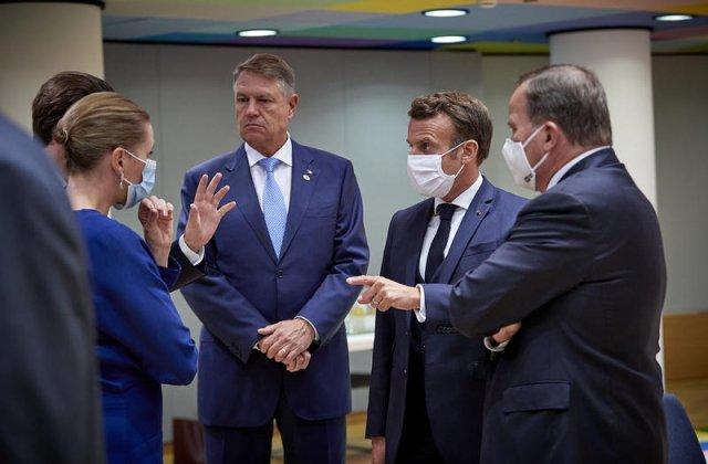 """Iohannis, fără mască la Consiliul European. Administrația Prezidențială: """"În acel spațiu, purtarea măștii era opțională"""""""