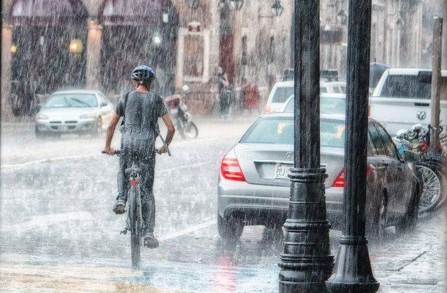 Cod GALBEN de ploi torențiale, vijelii și grindină în 27 de județe