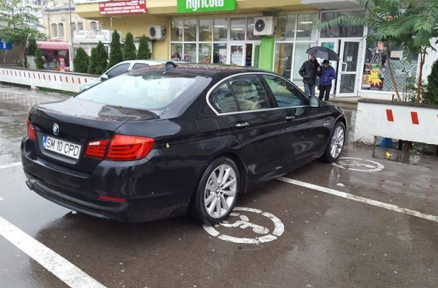 Ce amenzi riști dacă mai parchezi pe locurile persoanelor cu handicap
