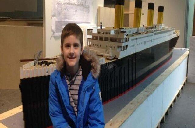 VIDEO Băiat cu autism a construit cea mai mare replică a Titanicului din piese Lego