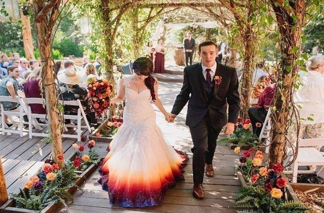 FOTO Și-a făcut rochia de mireasă singură și este mai frumoasă decât ce găsești în magazine
