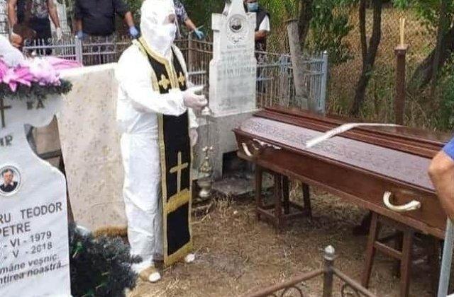 """Preot din Olt, în combinezon și cu patrafir la slujba de înmormântare: """"Nu cred că am făcut un lucru rău"""""""