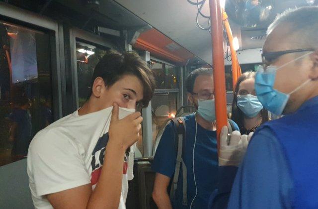 Controale în mijloacele STB din Capitală: Mai multe persoane au fost surprinse fără mască de protecție