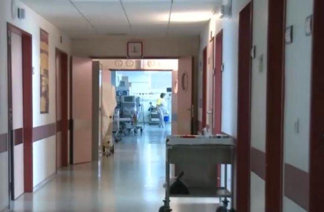 Bătrân cu accident vascular cerebral, ținut 8 ore în camera de gardă. A rămas parțial paralizat