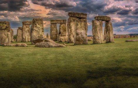 Mister elucidat: de unde provin pietrele uriașele pietre de la...