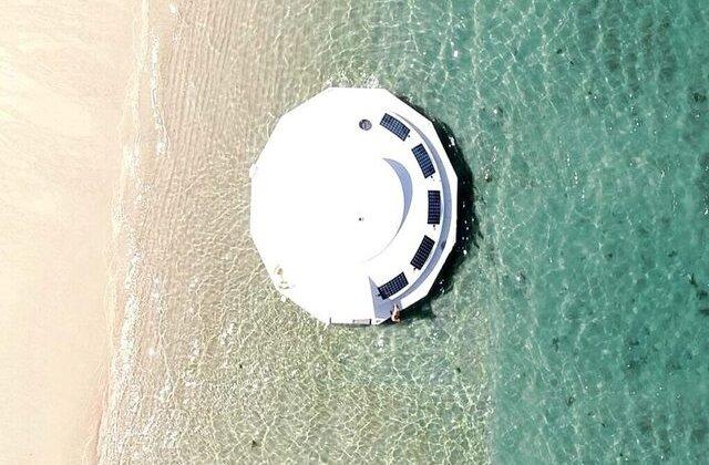 FOTO Vacanță pe o capsulă plutitoare de lux: cum arată și cât trebuie să plătești pentru o noapte