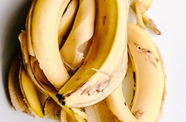 Arunci coaja de banană la gunoi? 6 resturi alimentare pe care le poți mânca