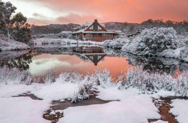 Imagini incredibile! Țara în care nu a mai nins de 70 de ani se bucură în sfârșit de zăpadă