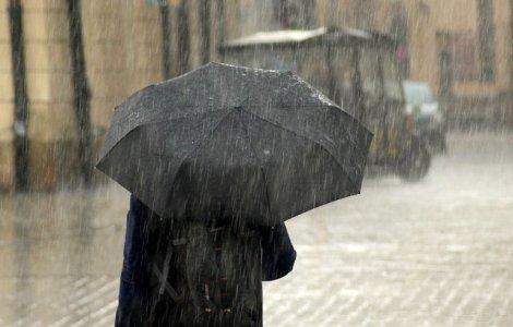 Cod GALBEN de ploi torențiale, vijelii și grindină în 15 județe