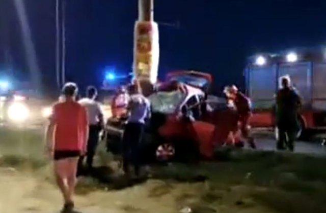 Un tânăr a murit după ce iubita sa, șoferiță începătoare, a tras de volan ca să evite un câine