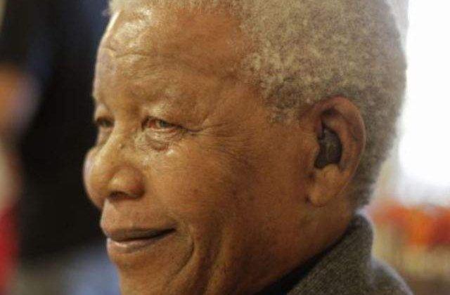 Fostul presedinte Nelson Mandela, spitalizat pentru analize medicale