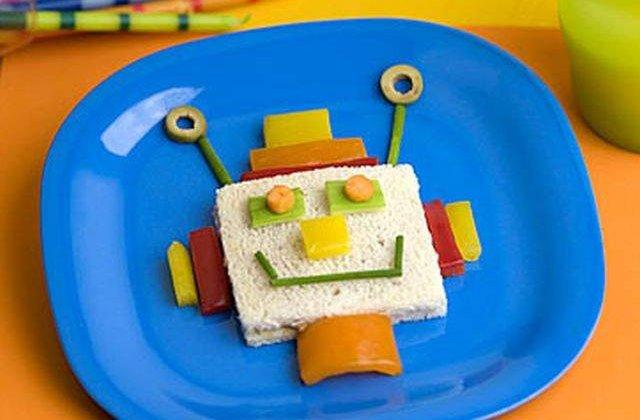 Baschetbalist de la Cluj, premiat pentru crearea unui robot ce face sandwich-uri